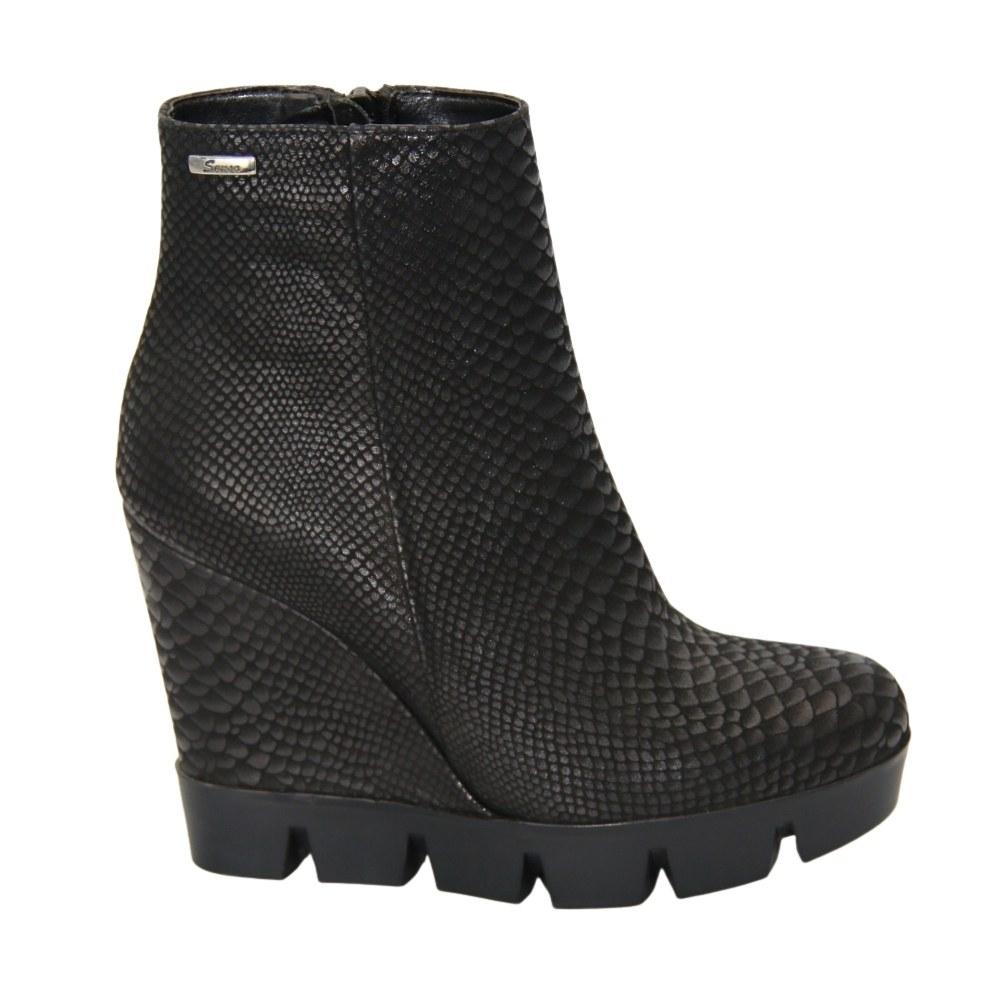 Женские черные ботинки на танкетке демисезонные NEXT SHOES (Польша) Натуральная кожа, арт  модель 2797
