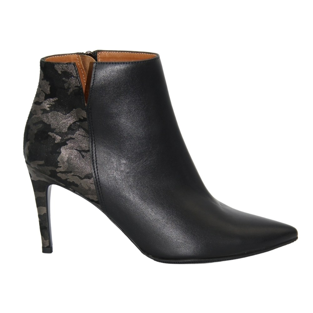 Women's black ankle boots with medium heels with lacing and a snake demi-season NEXT SHOES (Poland) Genuine leather, art 75460-48-c39-f79-13-00-czarny-ciemny-nikiel model 3237