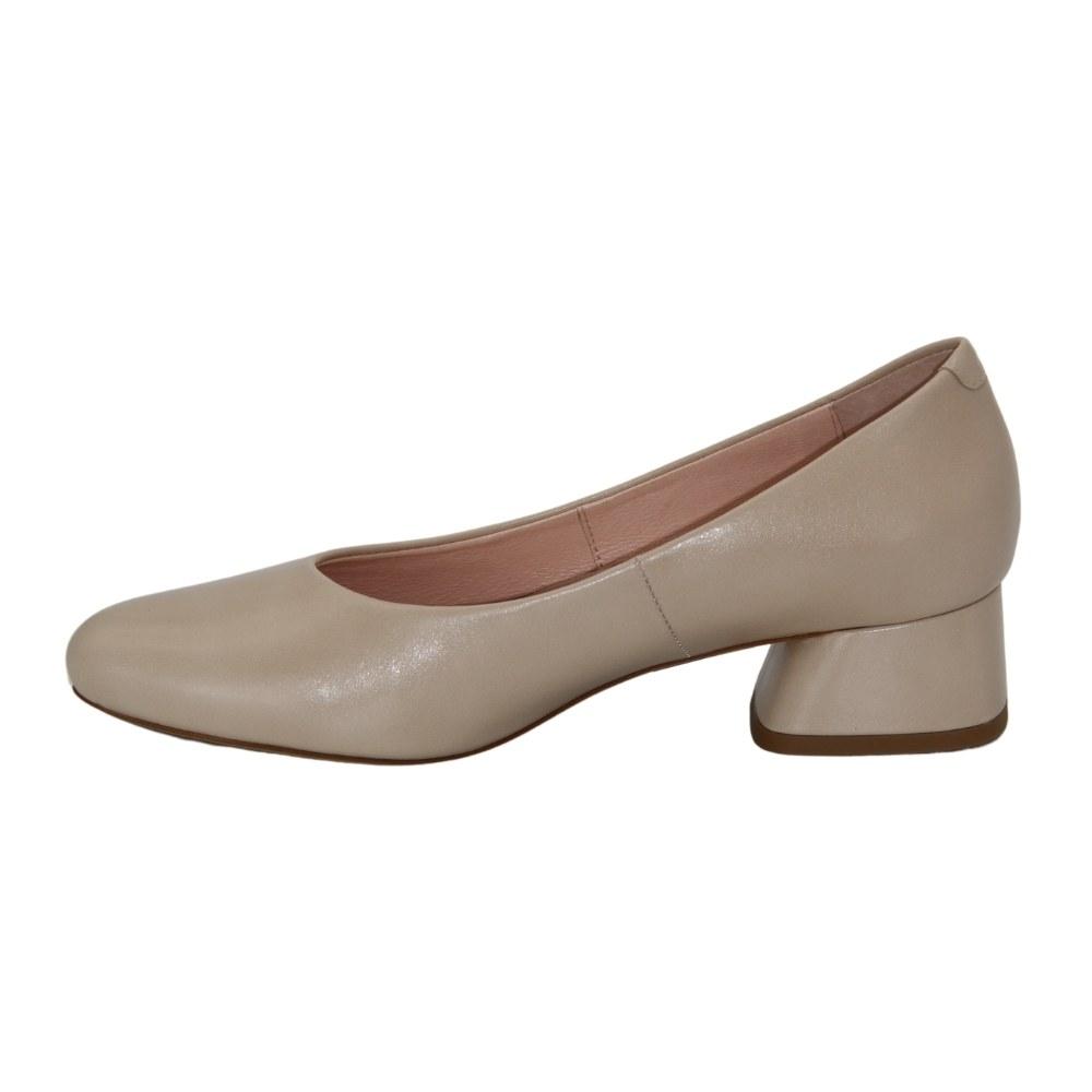 Women's beige low-heeled shoes, demi-season NEXT SHOES (Poland) Genuine leather, art 7257404-027 model 4757