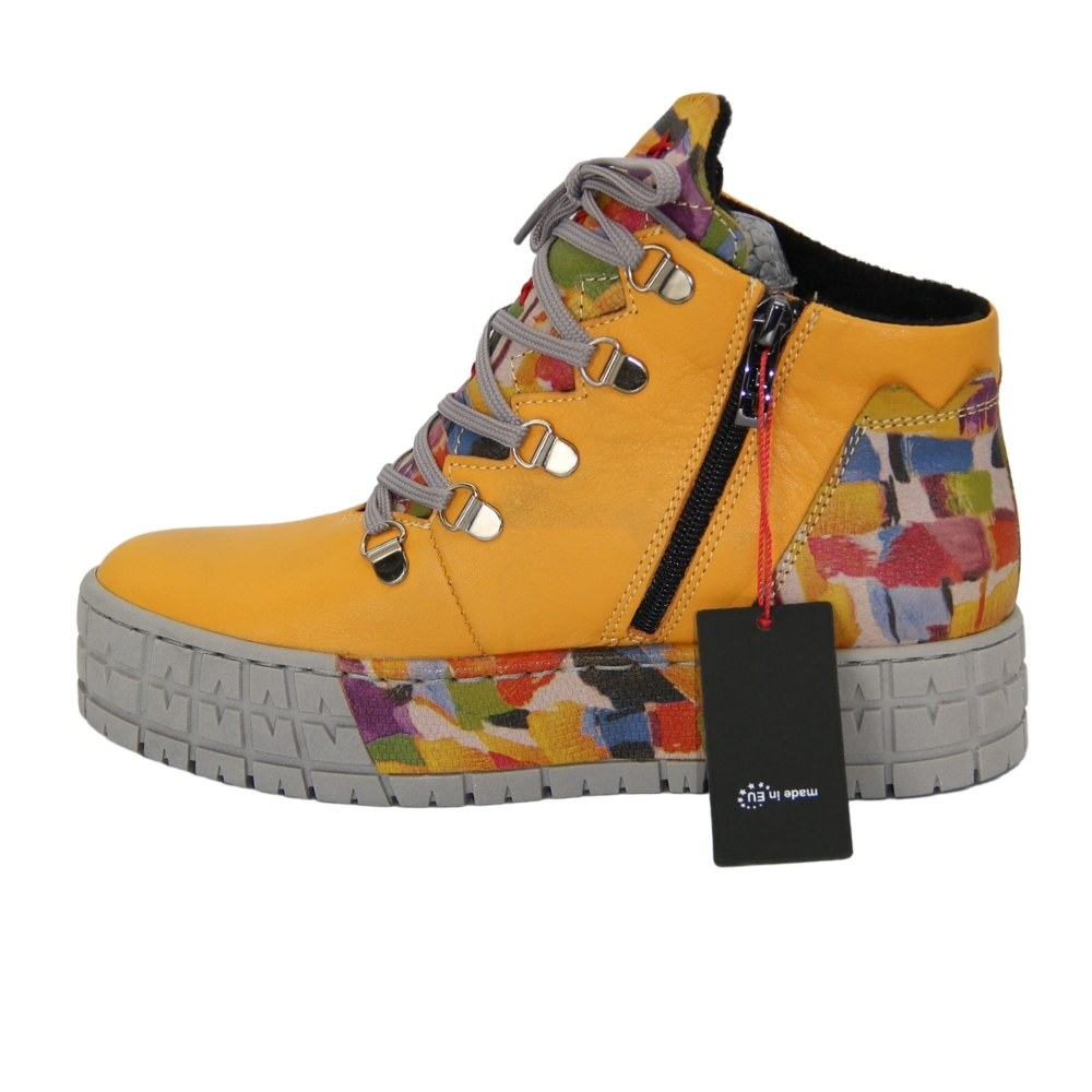 Women's yellow boots on a tractor sole with a snake and lacing demi-season NEXT SHOES (Poland) Genuine leather, art 4243a-gelb model 5078