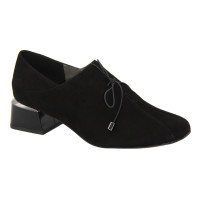 Women's black shoes with medium heels with lacing, demi-season (Poland) model 5081