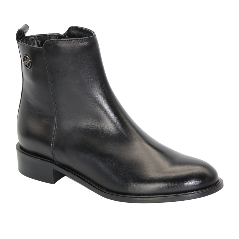 Women's black boots at low speed with a snake demi-season NEXT SHOES (Poland) Genuine leather, model 5143